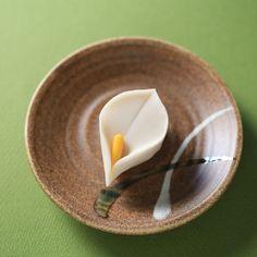 いいね!2,436件、コメント50件 ― Toru Tsuchieさん(@choppe_tt)のInstagramアカウント: 「今日の和菓子はねりきり で作った #カラー です。 ねりきりとは白餡に餅や芋を混ぜて作った和菓子で 茶道 で使われる「上生菓子」の一種です。 #撮影 用に作成しました。…」