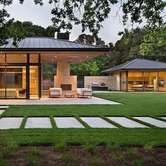 A contemporary residence and pool house has been newly designed by San Francisco-based Arcanum Architecture in the quaint town of Woodside, California. Glass House Design, Modern House Design, Modern Farmhouse, Farmhouse Style, Woodside Homes, Modern Lake House, Mediterranean Home Decor, California Homes, Northern California