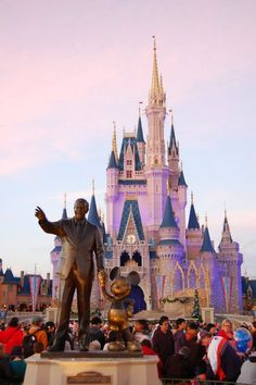 Disney World. The happiest place on earth. Disney Pictures, Disney Parks, Vacation Spots, Picture Ideas, Barcelona Cathedral, Places Ive Been, Disneyland, Florida, Happiness