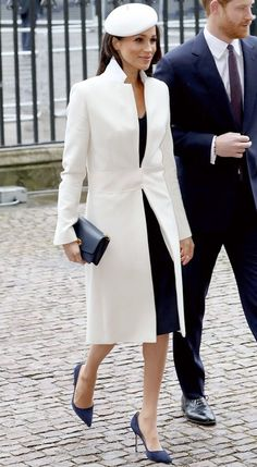 What is Classic Style? Meghan Markle shows us what classic style is and how to make it work for your unique style and capsule wardrobe. Summer Work Outfits, Sporty Outfits, Classic Outfits, Classic Style, Estilo Meghan Markle, Meghan Markle Stil, Royal Engagement, Hollywood, Royal Fashion