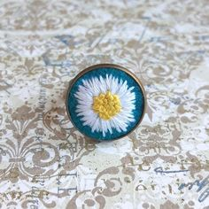 White daisy ring, Hand-embroidered ring, White flower ring, Embroidery jewelry, Botanical ring, Handmade gift, Adjustable ring French Knot Embroidery, Embroidery Fashion, Embroidery Jewelry, Ear Jewelry, Jewelry Making, Jewellery, Daisy Ring, Handmade Items, Handmade Gifts