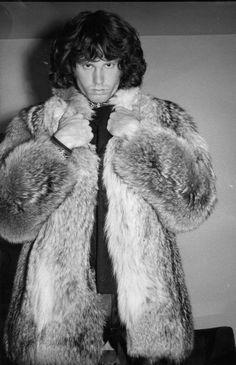 Amazing collection of Vintage photos of Jim Morrison of The Doors Jim Morrison Beard, Jim Morrison Poster, The Doors Jim Morrison, Jimmy Morrison, Geek Culture, Janis Joplin Frases, Costume Halloween, Janis Joplin Style, Looks Black