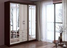 Шкаф-купе Маэстро в цвете венге/лоредо. Каркас шкафа изготовлен из ламинированной ДСП плиты толщиной 16 мм. Шкаф оснащен 5 полками, 2 перекладинами для вешалок и 3 выдвижными ящиками. Двери шкафа украшены зеркалами с фацетом. Габариты: -ширина: 1700 мм -высота: 2200 мм -глубина: 610 мм Доставка от 3 до 15 дней.  Сборка 10% от стоимости товара.