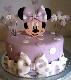 Minnie Mouse cake has become a cherished birthday wish for every child. The beautiful appearance and wonderful designs of that cake makes a fancy birthday Mini Mouse Birthday Cake, Baby Birthday Cakes, Minnie Birthday, Girls 2nd Birthday Cake, Minni Mouse Cake, Gateau Baby Shower, Bolo Minnie, Mickey And Minnie Cake, Minnie Mouse Baby Shower