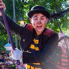 Next week I will be at Disneyland on Wednesday or Thursday(depending on rain)  #soundsationalparade #vscocamphotos #vscocam #photographer #photography #chimneysweep #chimneysweeps #soundsational #mickeyssoundsationalparade #spam4spam #spamforspam #like4like #likeforlike #fd101look #follow4follow #followforfollow #nikon #nikond5100 #believeindisneyyy #paradeperformer #disneyland by lionking_silvano
