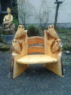 Owl projects are full of DIY world. Here is another ideas for making cut owl decoration — Wood carving. The post The Perfect DIY Wood Carving Owl appeared first on The Perfect DIY. Tree Carving, Wood Carving Art, Wood Carvings, Chainsaw Wood Carving, Owl Crafts, Log Furniture, Unusual Furniture, System Furniture, Outdoor Furniture