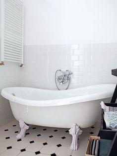 Deze vloer vind ik te gek! Gerenoveerde klassieke vintage badkamer | HOMEASE