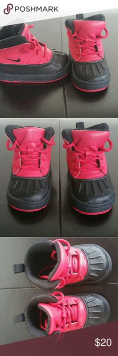 Nike ACG boots Brand new, never worn Nike Shoes