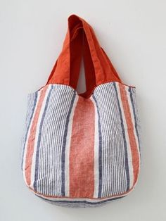 Handmade Linen Bag, Lino e Lina オンラインストア My Bags, Purses And Bags, Sacs Design, Boho Bags, Craft Bags, Linen Bag, Simple Bags, Fabric Bags, Market Bag