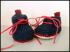 """chaussons bébé (0-3 mois) """"mes premières petites pompes"""" bleu marine et rouge"""" : Mode Bébé par mamountricote"""