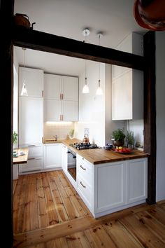50 of the smartest small kitchens we've ever seen page 25 Kitchen Inspirations, Beautiful Kitchen Designs, Home And Living, Small Kitchen, Home Kitchens, Kitchen Design Small, Pinterest Living Room, Home Decor, Living Room Kitchen