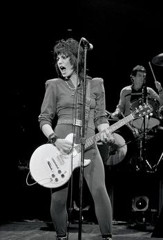 Joan Jett rocks! Joan Jett & The Blackhearts.