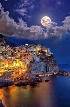 Manarola, Italy Photography by Dream Vacations, Vacation Spots, Italy Vacation, Vacation Villas, Cinque Terre Italia, Places To Travel, Places To See, Wonderful Places, Beautiful Places