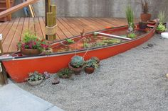 Adding a water feature to your patio is easier than you think! You can easily build your own water fountain or container pond. Save big bucks by using upcycled pots, barrels, or even an old canoe. RELATED: A Whiskey-Barrel Water Garden Plan Container Pond, Container Gardening, Canoa Kayak, Diy Water Feature, Pond Water Features, Old Boats, Small Boats, Ponds Backyard, Patio Pond