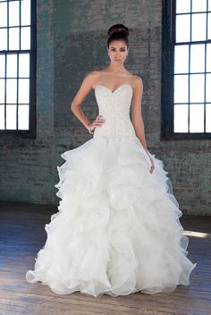 Hand beaded crystal and pearl sweetheart bodice, by Justin Alexander