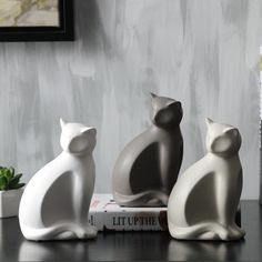 Minimalist ceramic lucky cat statue home decor crafts room decoration porcelain animal figurine maneki neko wedding decoration Maneki Neko, Porcelain Dolls Value, Cat Statue, Cute Black Cats, Porcelain Jewelry, China Porcelain, Painted Porcelain, Cold Porcelain, Hand Painted