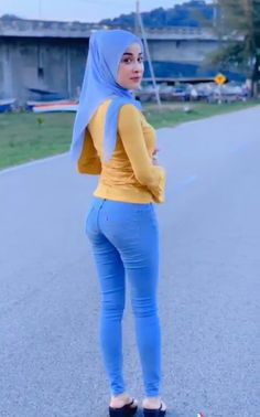 DrBernard Spangenberg's media content and analytics Arab Girls Hijab, Girl Hijab, Muslim Girls, Beautiful Muslim Women, Beautiful Hijab, Iranian Women Fashion, Muslim Fashion, Hijab Jeans, Myanmar Women