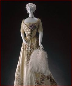 House of Worth, Ball Gown c. 1900, Powerhouse Museum, Australia.