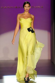 Fashionadictas by Marcela: Fashion Week Madrid-primavera-verano 2013 Beautiful Gowns, Beautiful Outfits, Couture Fashion, Runway Fashion, Hannibal Laguna, Mode Costume, Strapless Dress Formal, Formal Dresses, Yellow Fashion