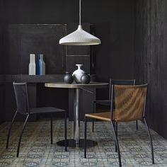 Calicot suspended ceiling light in moulded polyurethane foam by Roset's favourite Nathan Yong. shade / compact fluo bulb warm with textile cable Suspended Ceiling Lights, Wall Lights, Table Desk, Dining Table, Luxury Furniture, Furniture Design, Ligne Roset, Outdoor Dining Chairs, Take A Seat
