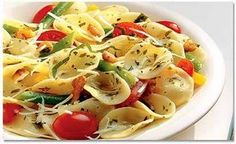 Learn how to cook/make Italian Pasta Salad. Recipe of Italian Pasta Salad with ingredients and cooking instruction. Pesto Pasta Salad, Veggie Pasta, Easy Pasta Salad, Pasta Salad Italian, Pasta Salad Recipes, Healthy Pasta Dishes, Healthy Pastas, Macaroni Salad, Macaroni And Cheese
