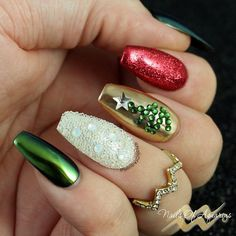 Christmas nail art, Christmas tree nail art, Daily Charme Mirror Gold Powder, What's Up Nails Absinthe Powder, Swarovski CrystalPixie Comic Pop