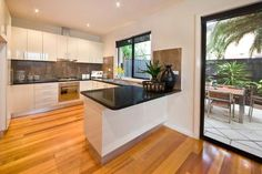Hodges Real Estate 35 Oakdene Crescent CARNEGIE.  Low maintenance living, lifestyle locale.  Sold on 27/10/13 for $800,000.