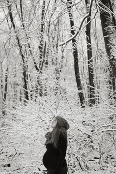 Maternity photoshoot in the winter! Cassi – Baby bump in the snow! | Batch of Sparrows - Photography