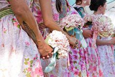 Madrinhas de casamento coloridas! Foto: One O.A.K Photography