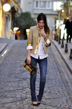 white shirt/jeans/clutch