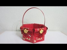 Using 24 pieces of square hongbao paper to make a lovely basket to decorative your home this Lunar New Year! Chinese New Year Gifts, Chinese New Year Decorations, New Years Decorations, Making Baskets, Diy Gift Baskets, Chinese Red Envelope, New Year Diy, How To Make Red, How To Make Lanterns