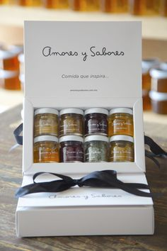 Kit de Minis - Amores y sabores Идеи упаковки - vitamins, Spices Packaging, Honey Packaging, Bakery Packaging, Cookie Packaging, Food Packaging Design, Packaging Design Inspiration, Brand Packaging, Food Gifts, Box Design