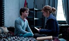 Deleted Harry Potter movie scenes: Harry finds a letter written by his mom addressed to Sirius that updates him on their lives while they're hiding from Voldemort. Harry Potter Hermione Granger, Saga Harry Potter, Harry Potter Quotes, Harry Potter Books, Harry Potter Love, Harry Potter Universal, Harry Potter World, James Potter, Voldemort