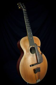 Really like these vintage gibson guitar 1544 Archtop Acoustic Guitar, Gibson Acoustic, Classical Acoustic Guitar, Archtop Guitar, Fender Telecaster, Gibson Guitars, Fender Guitars, Jazz Guitar, Cool Guitar