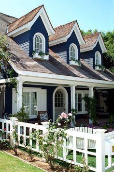 Design Exterior, Exterior House Colors, Exterior Paint, Exterior Trim, Beach Cottage Exterior, Exterior Shutters, Style At Home, Cottage Homes, Cottage Style