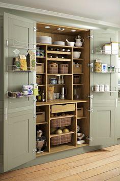 Egyedi konyhaszekrény  - kamra - rengeteg praktikus tárolóhellyel