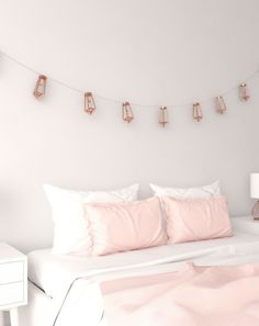 Rose gold decor for bedroom using beautiful geometric shape string light with rose gold finishes. Rose Gold Vase, Rose Gold Wall Art, Gold Wall Clock, Rose Gold Decor, Gold Bedroom Decor, Bedroom Ideas, Rose Gold Bedroom Accessories, Rose Gold Picture Frame, Rose Gold Wallpaper