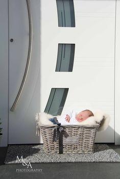 Fotografie, Fotos Baby, Outdoor, Fotos draußen, Neugeborenenfotos, Fotos Neugeborene, Korb, Haustür, Geschenk
