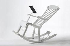 Power generating rocking chair charges your iPad. Who said getting old had to be boring? :-) #innovative #sustainability