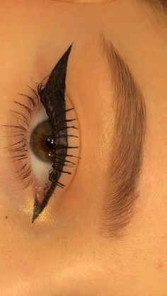Edgy Makeup, Eye Makeup Art, Skin Makeup, Eyeshadow Makeup, Beauty Makeup, Maquillage On Fleek, Smokey Eye Makeup Tutorial, Eyeliner Tutorial, Grunge Makeup Tutorial
