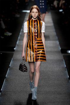 ルイ・ヴィトン 2015年春夏コレクション - 70'sにヒントを得た、モダンラグジュアリーな女性像   ニュース - ファッションプレス