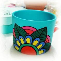 How to paint clay pots step by step Vase Crafts, Bottle Crafts, Clay Crafts, Flower Pot Art, Flower Pot Design, Painted Plant Pots, Painted Flower Pots, Decorated Flower Pots, Pottery Painting Designs