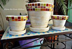 Vasos em Mosaico by ALÉM DA RUA ATELIER/Veronica Kraemer, via Flickr  #mosaico #mosaic #vaso #pot