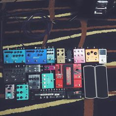 Guitar Pedal Board, Guitar Rig, Guitar Effects Pedals, Guitar Pedals, Pedalboard Ideas, Boss Pedals, Music Rooms, Learn To Play Guitar, Guitar Building