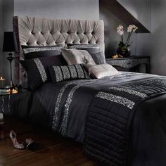 4 Ways to Transform Your Bedroom Into a Sexy