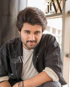 Looks different, but cute looking Vijay devarakonda 😍😘😘 Actor Picture, Actor Photo, Mahesh Babu Wallpapers, Telugu Hero, Allu Arjun Wallpapers, Prabhas Pics, Dehati Girl Photo, Vijay Actor, Bollywood Couples