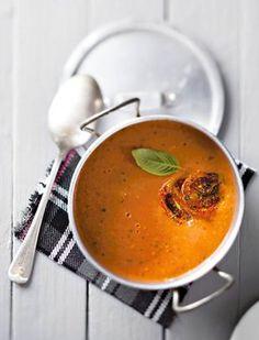 """Die rooster van die tamaties is die enigste deel wat """"werk"""" is. Die res gooi jy net in die pot. South African Dishes, South African Recipes, Ethnic Recipes, Easy Dinner Recipes, Soup Recipes, Easy Meals, Cooking Recipes, Recipies, Yummy Recipes"""