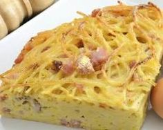 Omelette aux spaghettis et au fromage : http://www.cuisineaz.com/recettes/omelette-aux-spaghettis-et-fromage-a-raclette-75821.aspx