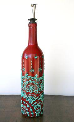 Bouteille de vin peinte à la main verseur de l'huile d'Olive, rouge et vert Aqua, conception de style marocain, distributeur d'huile d'Olive Ajoutez de la couleur à votre cuisine! Des bouteilles de vin pédalés faire grand huile d'olive et vinaigre distributeurs. J'ai soigneusement