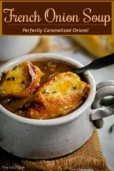 Learn how to make perfectly caramelized onions while you prepare this ultra-comforting French Onion Soup. This recipe features 2 types of onions, 2 kinds of broths, along with butter and white wine for the most perfect broth you've ever tasted! Onion Soup Recipes, Easy Soup Recipes, Gourmet Recipes, Cooking Recipes, Dinner Recipes, Best Onion Soup Recipe, Vitamix Soup Recipes, Budget Recipes, Copycat Recipes